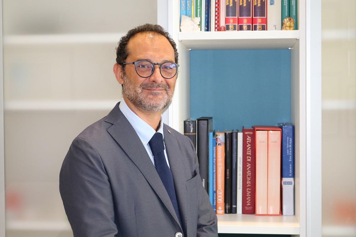 Competenza, tecnologia e psicologia nel futuro della dermatologia e medicina estetica