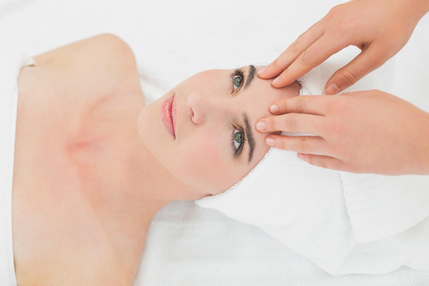 Biorivitalizzazione del viso, con o senza ago
