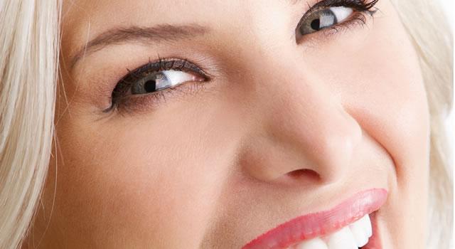 Il lifting non chirurgico del volto con l'azione combinata di filler e ultrasuoni