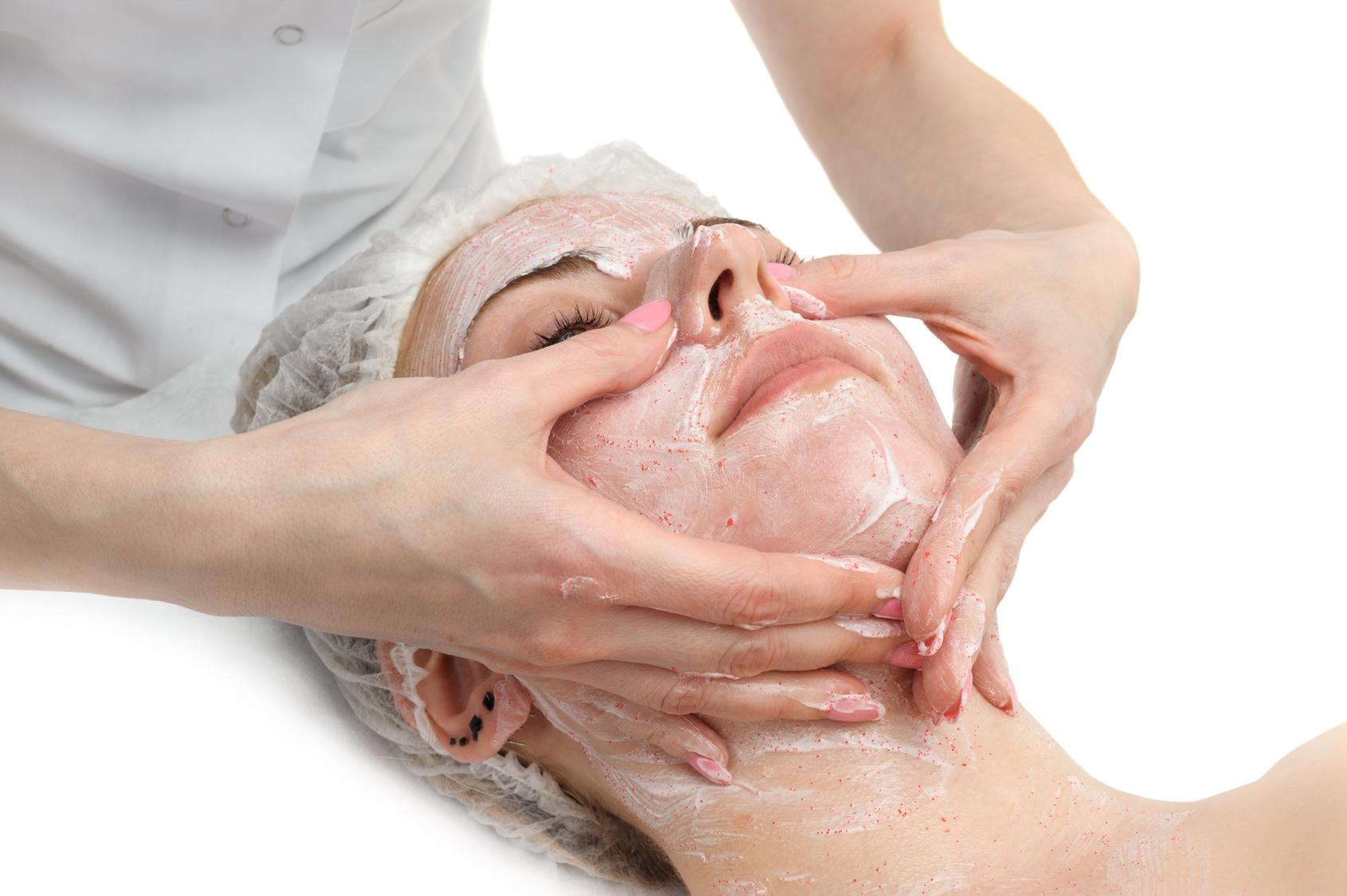 Rivitalizzare e levigare la pelle con la microdermoabrasione