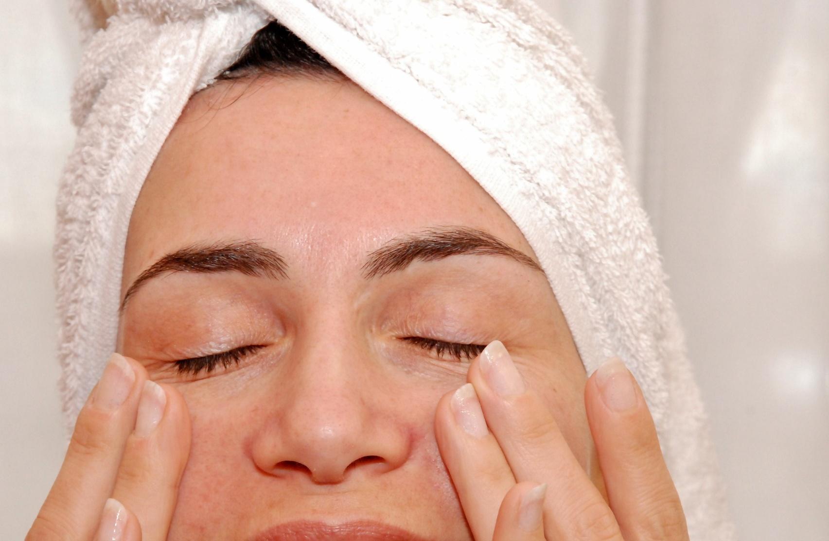 Uniforma la tua pelle: scopri il peeling a base di acido glicolico!