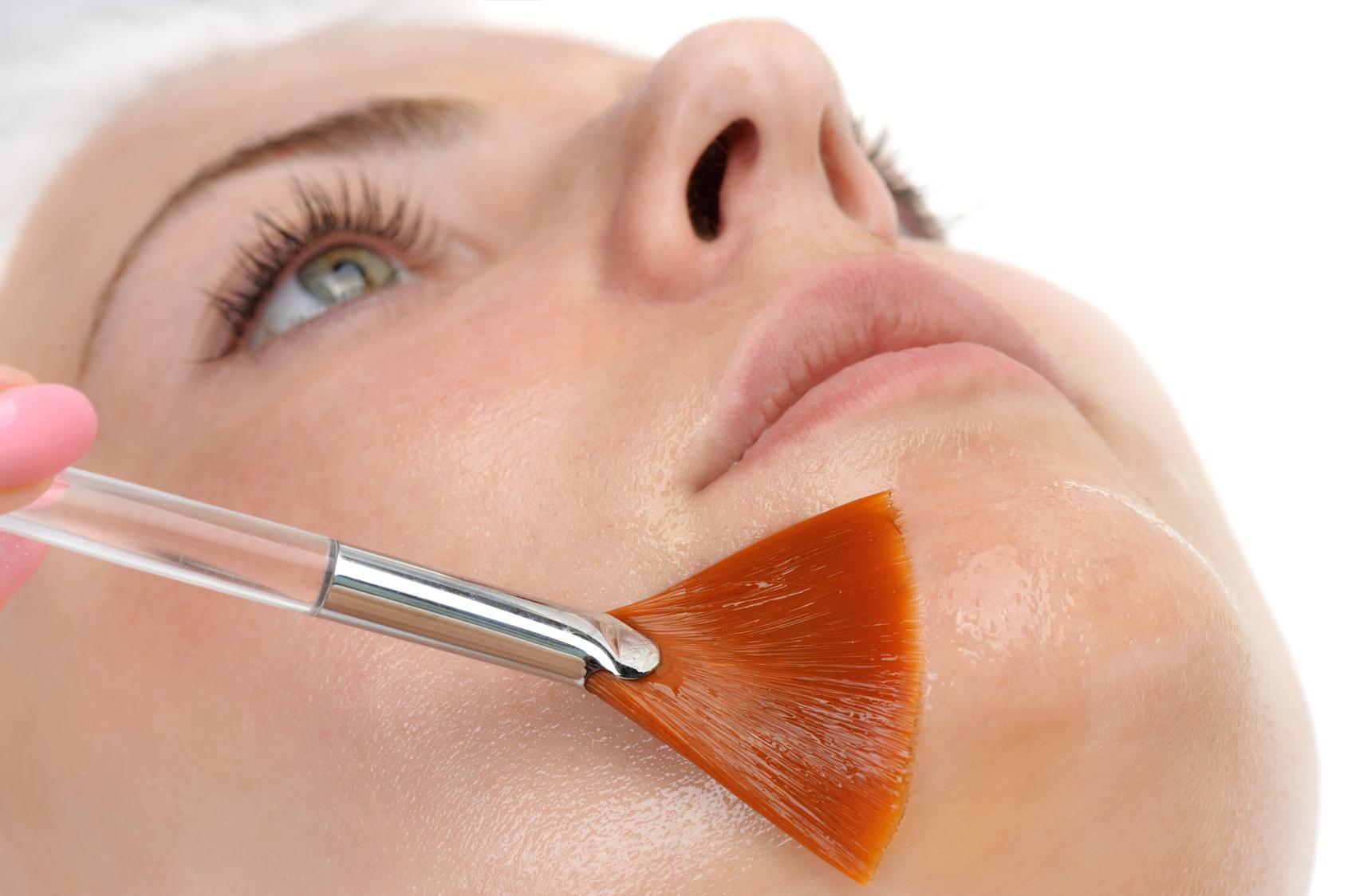 Peeling, esfoliazione che rinnova la pelle
