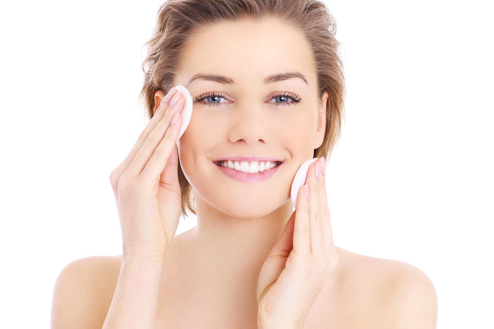La pulizia del viso: profonda professionale e quotidiana