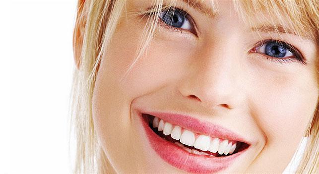 Il sorriso: un'arma di seduzione ma anche di comunicazione