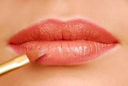 Il trucco permanente per le labbra